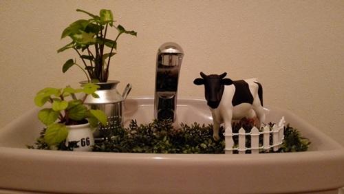 トイレタンク手洗い場のインテリア~小さな牧場を作ってみた