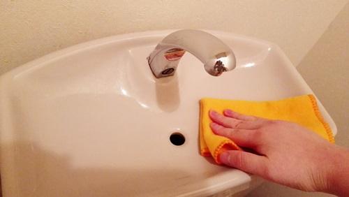 トイレタンクの掃除は重曹でピカピカに!クエン酸もあると便利!